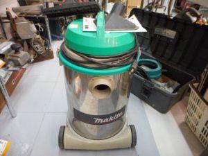 津山店です。 津山市のお客様から、makita マキタ 集じん機 乾湿掃除機 M440を、買取らせて頂きました。