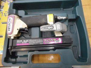 津山店です。 津山市のお客様から、日立工機 釘打機 35mm ピン タッカ ピンネイル NP35Aを、買取らせて頂きました。