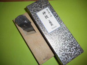 津山店です。 津山市のお客様から、箱入り 最高級子鉋 神技 豆際鉋 36mm を、買取らせて頂きました。