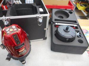 岡山店です。 岡山市のお客様から、MAX レーザー墨だし器 LA-S801DG 電子整準レーザー墨出器 LA-NV1 ナビ付 自動追尾台セットを買取りさせて頂きました。