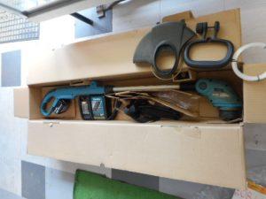 津山店です。 津山市のお客様から、マキタ 充電式刈払機 草刈機 MUR181D 18V 3.0Ah バッテリー付きを、買取らせて頂きました。