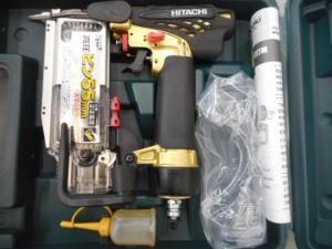 津山店です。 津山市のお客様から、日立工機 55mm高圧ピン釘打機 NP55HMを、買取らせて頂きました。