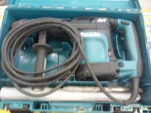 津山店です。 津山市のお客様から、マキタ 電動ハンマ HM0871C SDS マックス AVT 中古を、買取らせて頂きました。