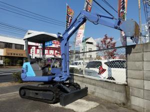 岡山店です。 働き者の、 パワーショベル 建機 くん!!当店のマスコットですよ。いいでしょ(^^)v