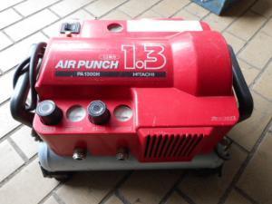 津山店です。 津山市のお客様から、日立 エアーコンプレッサー AIR PUNCH PA1300H 軽搬形ベビコン エアーパンチを、買取らせて頂きました。