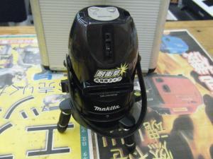 岡山店です。 岡山市のお客様から、マキタ レーザー 墨出し機 SK205PH 室内 三脚付き 中古品を、買取りさせて頂きました。