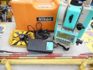 津山店です。 津山市のお客様から、Nikon トータルステーション 光波距離計 NST-200C ジャンクを、買取らせて頂きました。