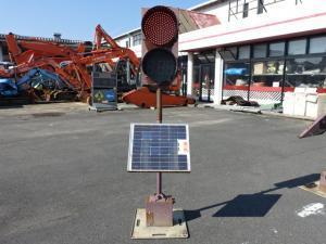 津山店です。 なんとパートⅡ、ソーラー信号機 TOR-013 中古 建設機械 工事 道路 標識 看板も、取り扱っていますよ。