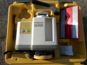 岡山店です。 岡山市のお客様から、日立 レーザーレベル UG300 三脚付きを、買取りさせて頂きました。