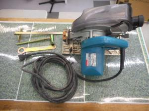 津山店です。 津山市のお客様から、マキタ 防塵丸のこ 5047KB 電動 大工 集塵 中古品を、買取らせて頂きました。