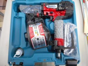 津山店です。 津山市のお客様から、マキタ 高圧釘打機 AN635HM 未使用品を、買取らせて頂きました。