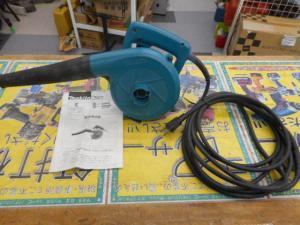 津山店です。 津山市のお客様から、マキタ ブロワー 4014N 草刈 掃除 小型 電気 電動 中古品を、買取らせて頂きました。