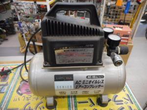 津山店です。 津山市のお客様から、アースマン コンプレッサー AC10 OL 軽量 小型 中古品を、買取らせて頂きました。