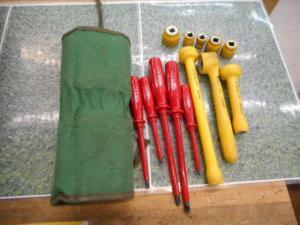岡山店です。 岡山市のお客様から、 絶縁 工具セット ベッセル 赤 黄 プラス マイナス ソケット 中古品を、買取りさせて頂きました。