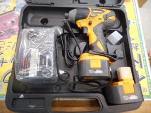 津山店です。 津山市のお客様から、ナショナル インパクトドライバー EZT611 電動 充電器 中古品 セットを、買取らせて頂きました。