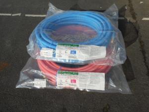 岡山店です。 岡山市のお客様から、架橋ポリエチレン管 カポリパイプW 2巻セット オンダ 13A 5mm被覆 50m ブルー ピンク PEX 未使用品 新品を、買取りさせて頂きました。