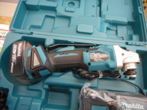 津山店です。 津山市のお客様から、新品 マキタ 18V-6.0Ah 充電式ディスクグラインダ  GA404DRGN 未使用品 新品を、買取らせて頂きました。
