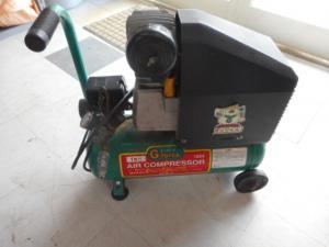 津山店です。 津山市のお客様から、 ジーフォース ヱアコンプレッサー AC1011 緑 1馬力 小型 中古 ジャンク品を、買取らせて頂きました。