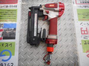 津山店です。 津山市のお客様から、MAX エアネイラー HA-R25/425J 4ミリ 幅 タッカー 中古品を、買取らせて頂きました。