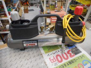 津山店です。 津山市のお客様から、日立 補助タンク ホース付き UA545H2 小型 大工 中古品を、買取らせて頂きました。