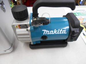 岡山店です。 岡山市のお客様から、マキタ makita 18V6.0Ah 充電式真空ポンプ VP180DRG セット 未使用品 を、買取りさせて頂きました。