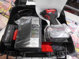 岡山店です。 岡山市のお客様から、 パナソニック EZ75A7LJ2G-R 充電インパクトドライバー 赤 18V 5.0Ah バッテリー×2個 中古品を、買取りさせて頂きました。