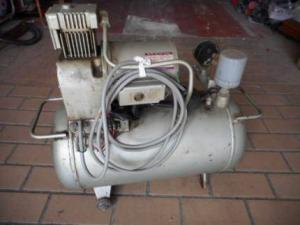 日立 コンプレッサー SP-57 通電 200V エアー ベビコン 中古品
