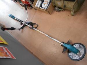マキタ 充電式草刈機 MUR143UD マキタ14.4Vバッテリー専用草刈機 本体のみ 園芸 農作業 中古美品