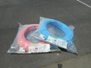 津山店です。 津山市のお客様から、被覆カ ポリパイプW  2色 セット  PEX13C-PB5-50  PEX13C-PP5-50  架橋ポリエチレン  ONDA を、買取らせて頂きました。