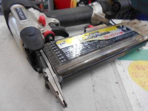 岡山店です。 岡山市のお客様から、日立 仕上釘打機 NT55M2 常圧 仕上げ 55mm 中古品 を、買取りさせて頂きました。
