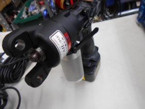 岡山店です。 岡山市のお客様から、 ニシダ 油圧ポンプ AVAILNC-E750F3 充電 コード 両用 セット 中古品 を、買取りさせて頂きました。