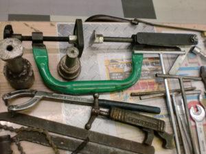 津山店です。 津山市のお客様から、自転車 工具 一式 SST 特殊 色々 セット 空気入れ ゲージ レンチ スパナ 大量 中古品 を、買取らせて頂きました。