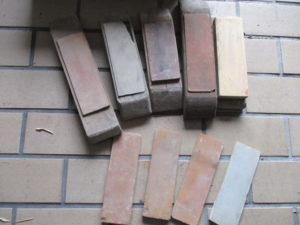 津山店です。 津山市のお客様から、 砥石 一式 研ぐ 研磨 木 色々 中古品を、買取らせて頂きました。