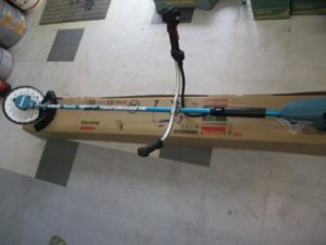 津山店です。 津山市のお客様から、マキタ 充電式草刈機 MUR368UDG2 充電器 バッテリー セット フル 新品 未使用品 を、買取りさせて頂きました。