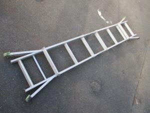 津山店です。 津山市のお客様から、折りたたみ式 脚立 はしご メーカー 不明 中古品 を、買取りさせて頂きました。
