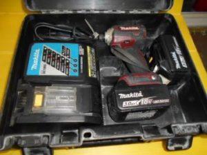 岡山店です。 岡山市のお客様から、 マキタ インパクトドライバー TD171D(本体) 3Aバッテリー2個 充電器セット ケースはTD148D 中古品を、買取りさせて頂きました。