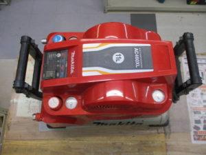 津山店です。 津山市のお客様から、 マキタ 高圧コンプレッサー AC460XL 通電 人気の品 中古品を、買取りさせて頂きました。