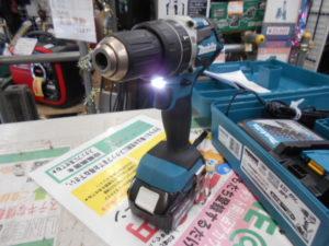 津山店です。 津山市のお客様から、マキタ 充電式ドライバドリル HP484D バッテリー2個 充電器 未使用品 を、買取りさせて頂きました。