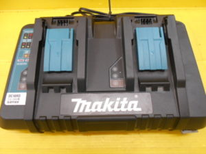 岡山店です。 岡山市のお客様から、マキタ 2口急速充電器 DC18RD 充電器 中古品 を、買取りさせて頂きました。